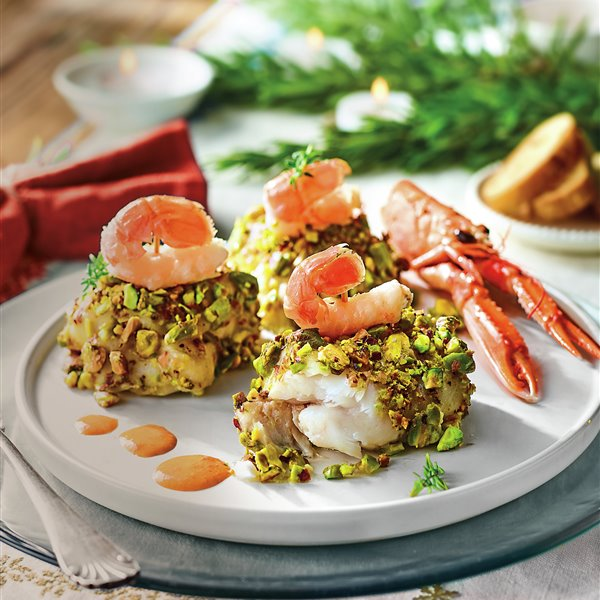 Merluza rebozada en pistachos con cigalas flambeadas
