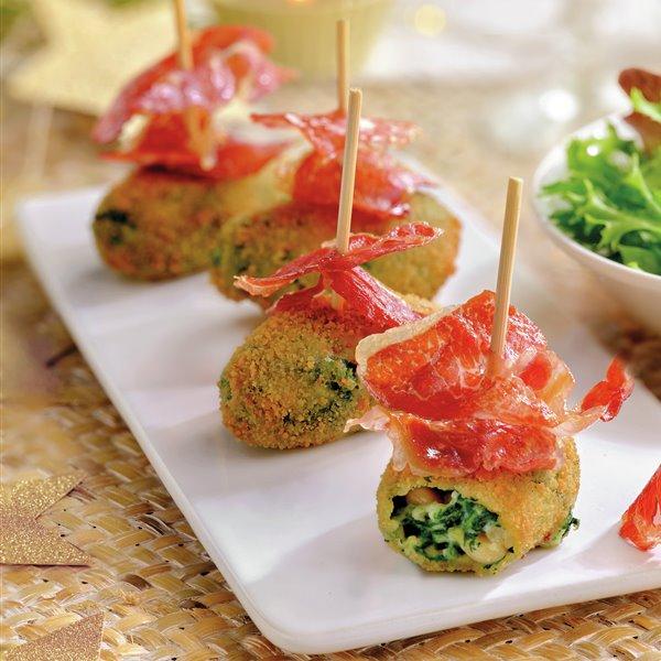 Croquetas de espinacas con queso, piñones y jamón ibérico