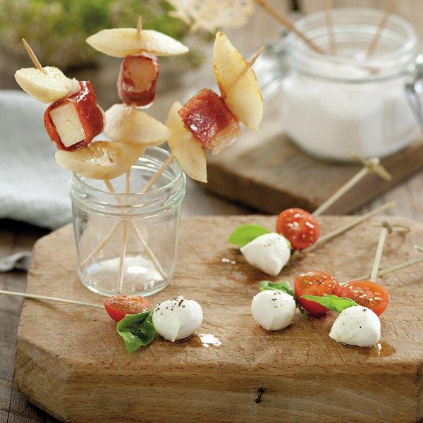 Pinchos de pera, jamón y manchego