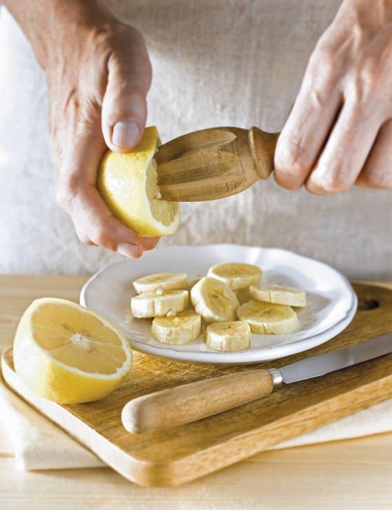 1. Corta el plátano
