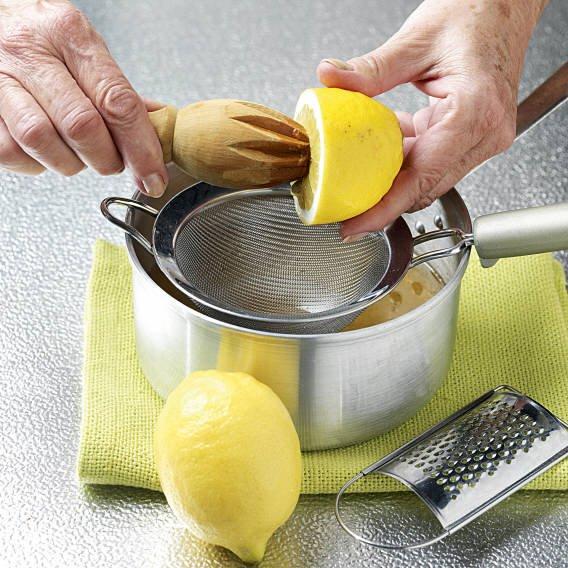 6. Exprime el limón