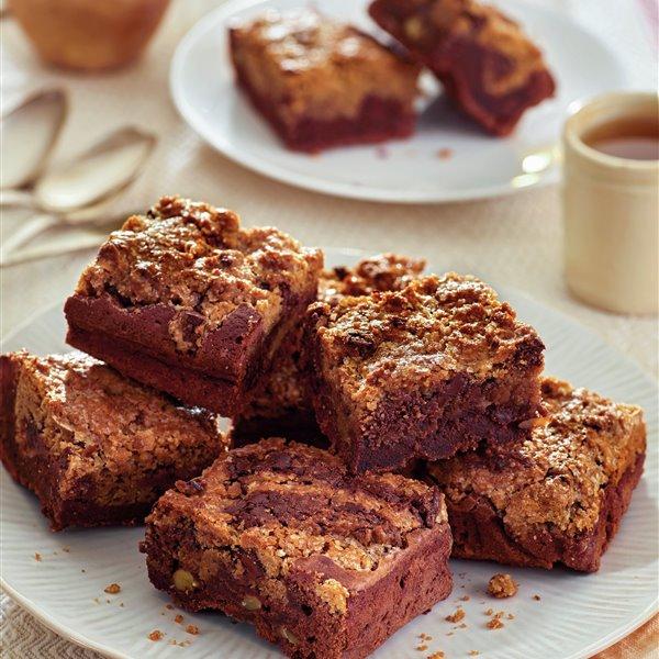 Brownie de chocolate con nueces y cookies de chocolate