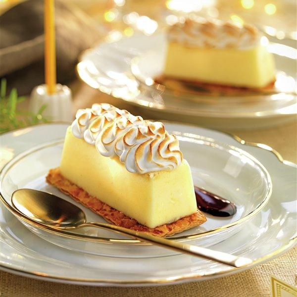 Mousse de limón con merengue tostado y hojaldre
