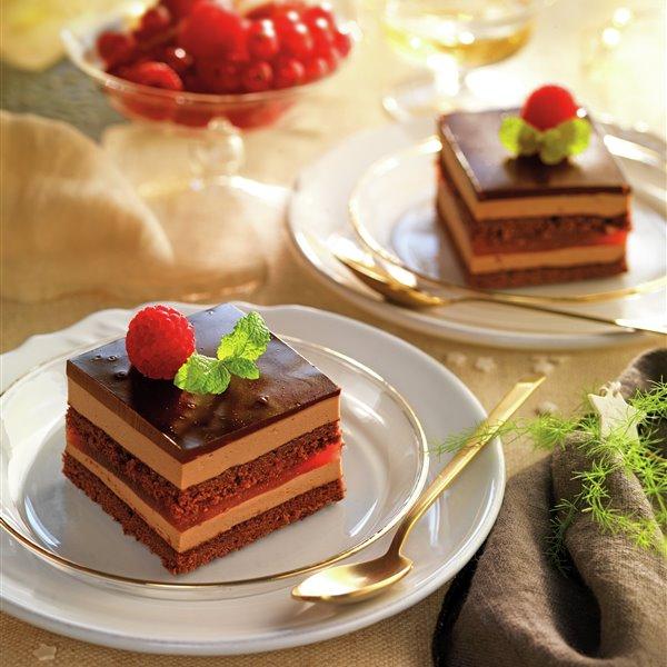 Tarta sacher con bizcocho de chocolate y fresa