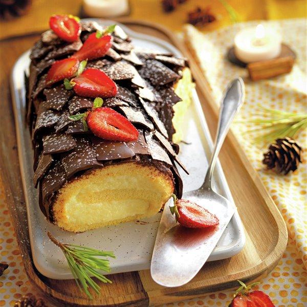 Tronco de crema pastelera con corteza de lascas de chocolate