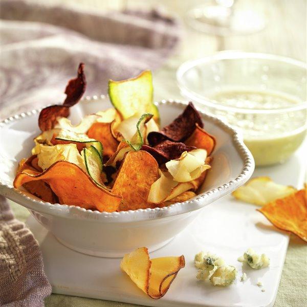 Chips de verduras con salsa de cabrales