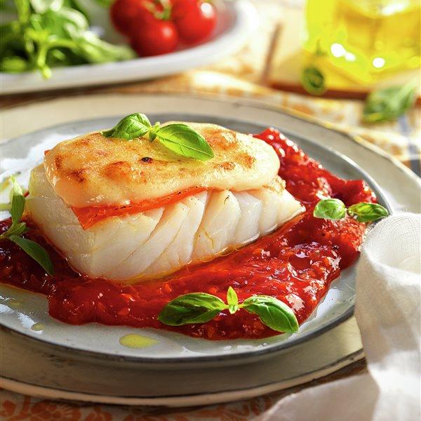 Bacalao con muselina de ajo y tomate