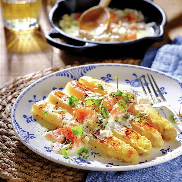 Espárragos de Navarra a la plancha con salsa de salmón