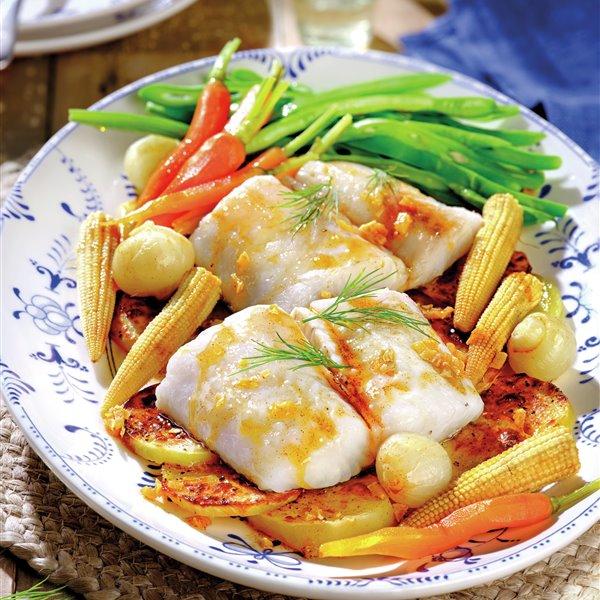Merluza y verduras al vapor con aceite de pimentón