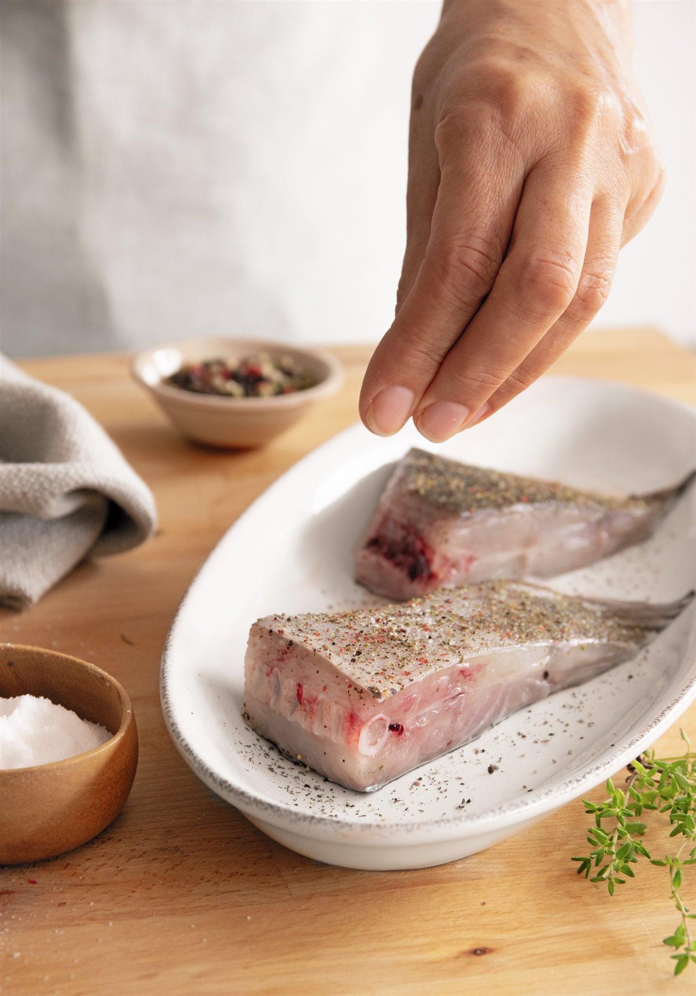 2. Prepara y marca el pescado