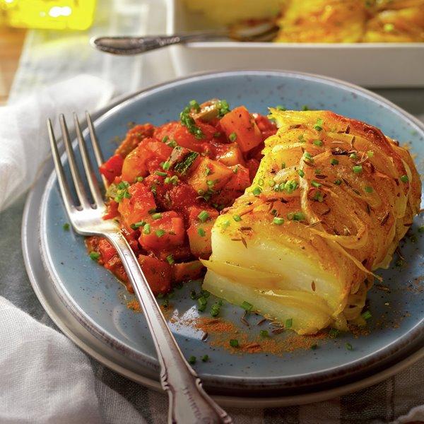 Pastel de patata y cebolla con pisto