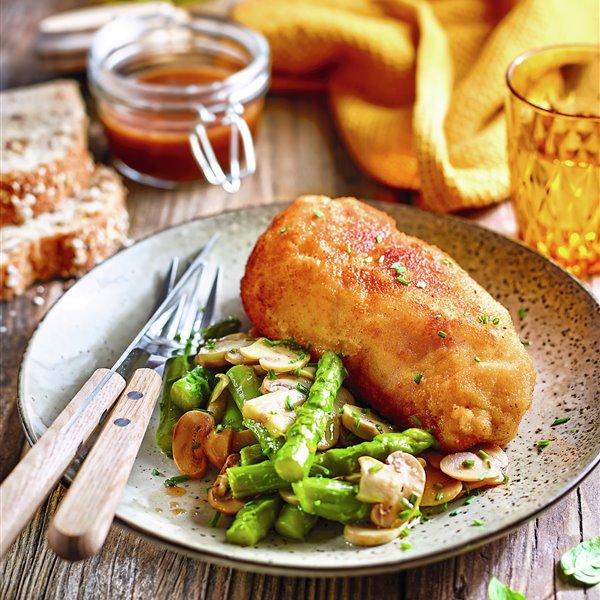 Pollo empanado con galletas saladas