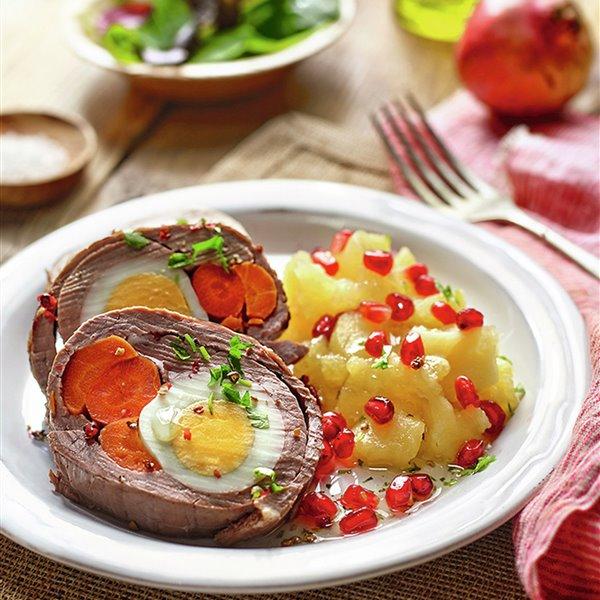 Ternera rellena de zanahoria y huevo duro, con compota de manzana