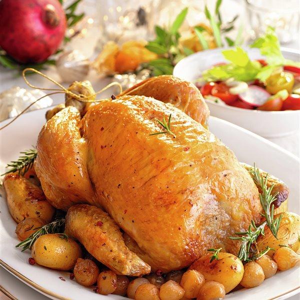 Pollo relleno de carne picada, jamón y huevos