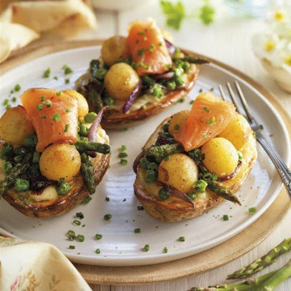 Patatas rellenas de salmón, queso y verduras