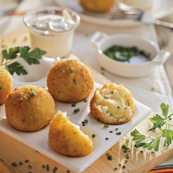 Croquetas de arroz aromático con corazón de queso