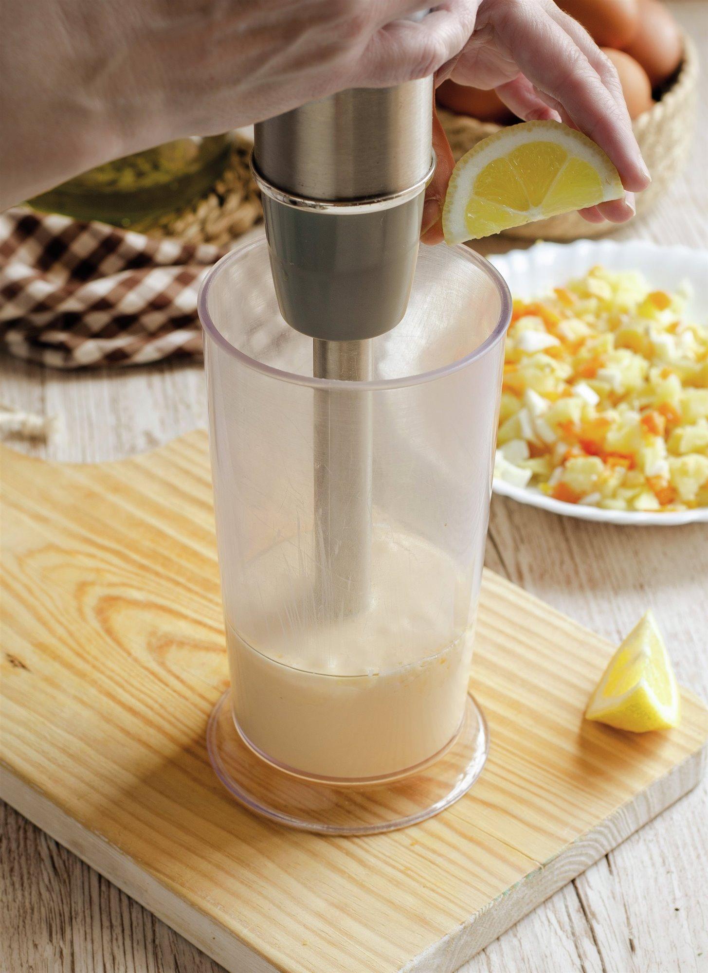 5. Haz una mayonesa tradicional
