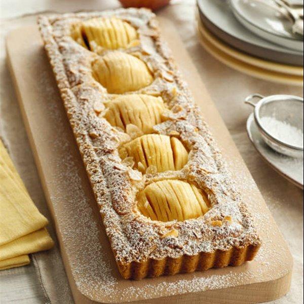 Tarta de manzana y crema de almendra
