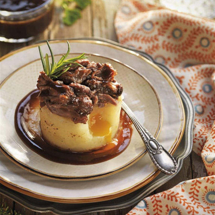 Timbal de rabo de toro, huevo y patata