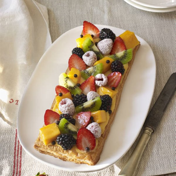 Tarta de hojaldre con crema pastelera y frutas
