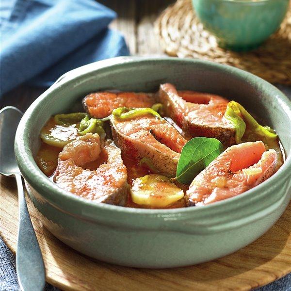 Cazuela de trucha a la gallega, con pimientos y patatas