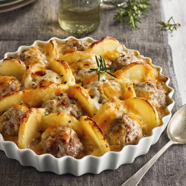 Tarta de albóndigas y patatas con queso y bechamel