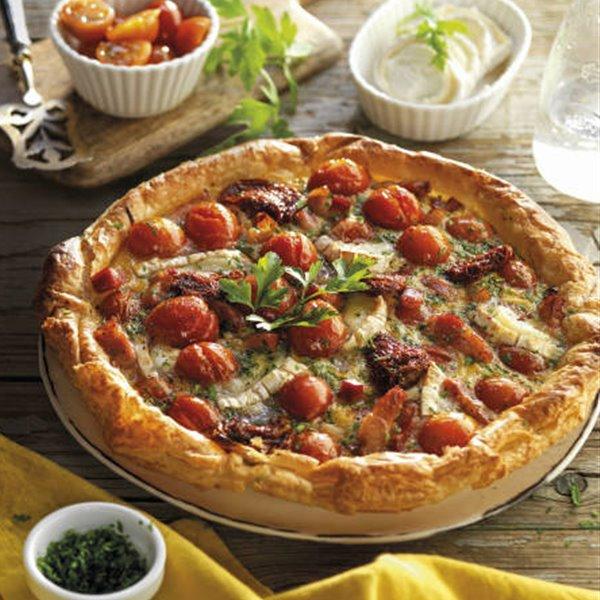 Hojaldre de tomates, beicon y queso de cabra