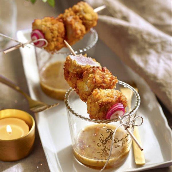 Brochetas de atún rojo con salsa de mostaza y miel