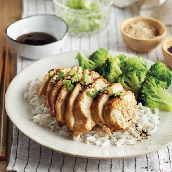 Pechuga de pollo con salsa teriyaki, arroz y brócoli