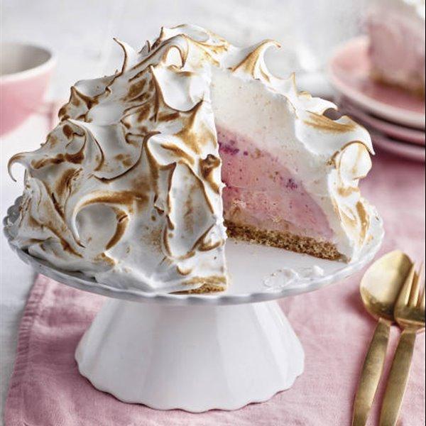 Tarta Alaska con helado y merengue