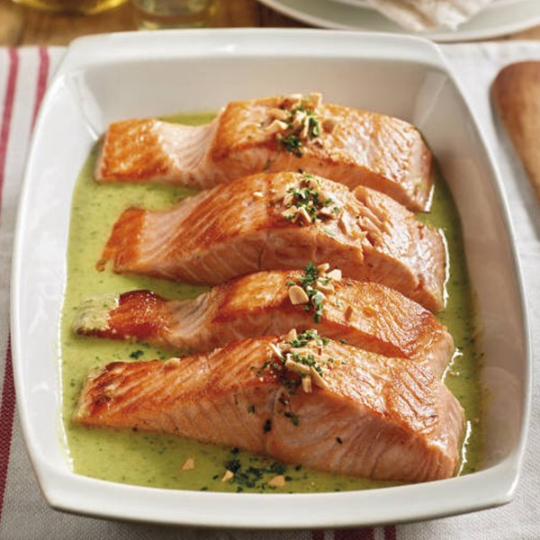 Salmón en salsa verde de almendra
