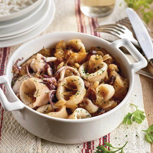 Calamares con cebolla y arroz
