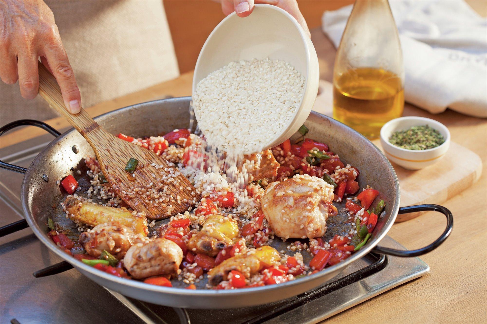 6. Añade el arroz