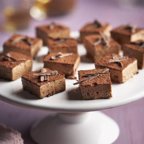 Pastelitos esponjosos de chocolate sin horno