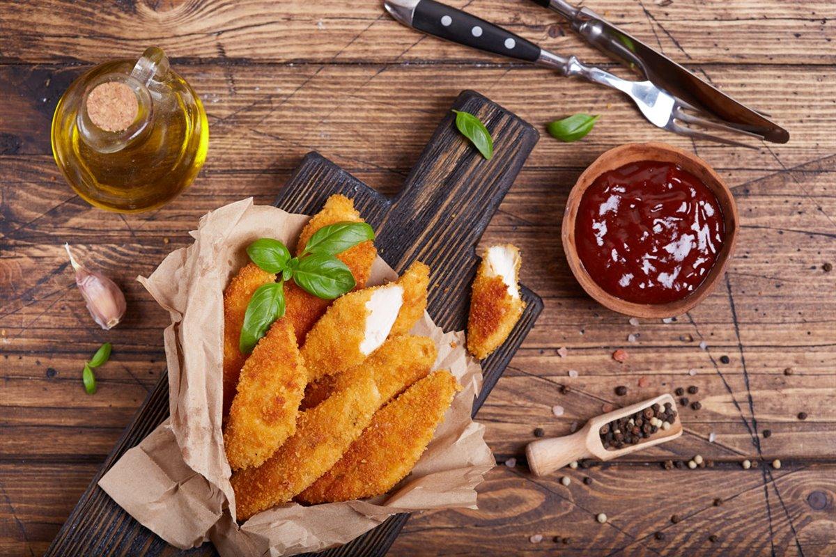 Pollo rebozado con salsa