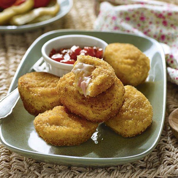 Croquetas de huevo relleno con bechamel y jamón