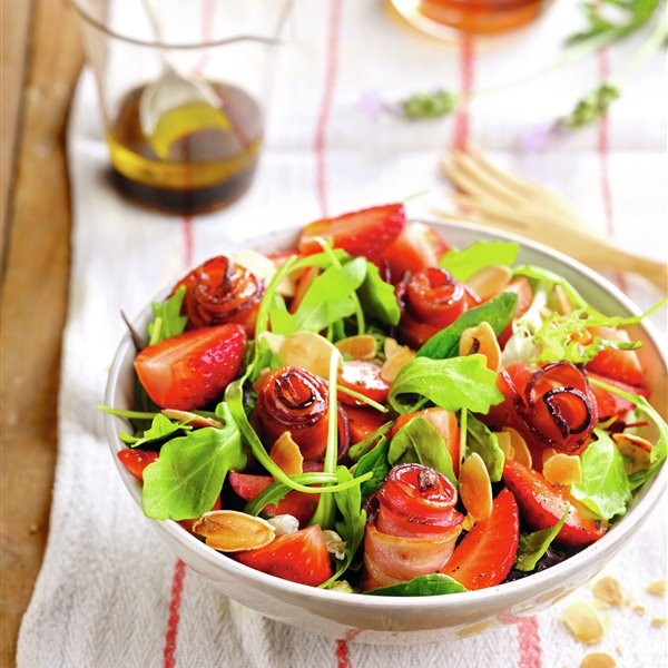 Ensalada de beicon, fresas y vinagreta