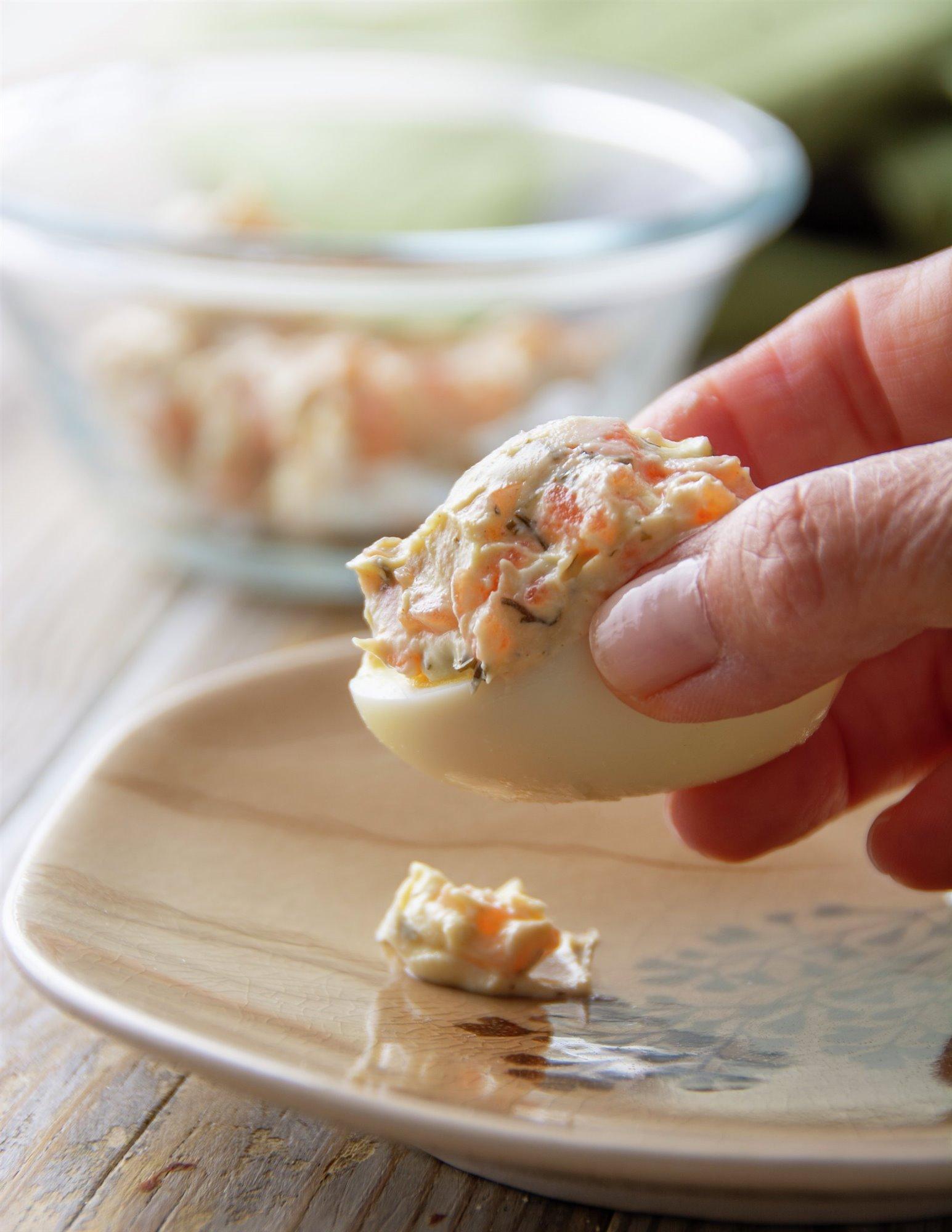 4. Rellena los huevos