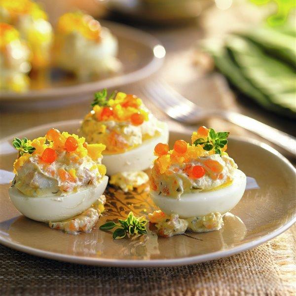 Huevos rellenos de salmón y atún