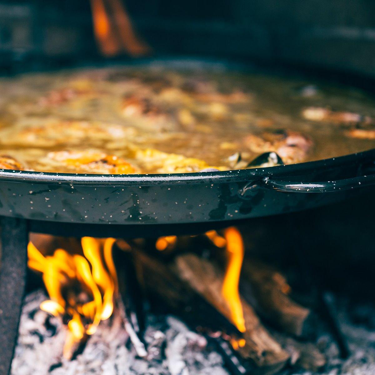 Paella al fuego