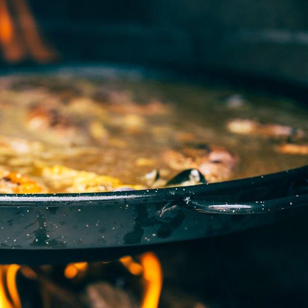 Cómo hacer una paella casera de marisco y pollo