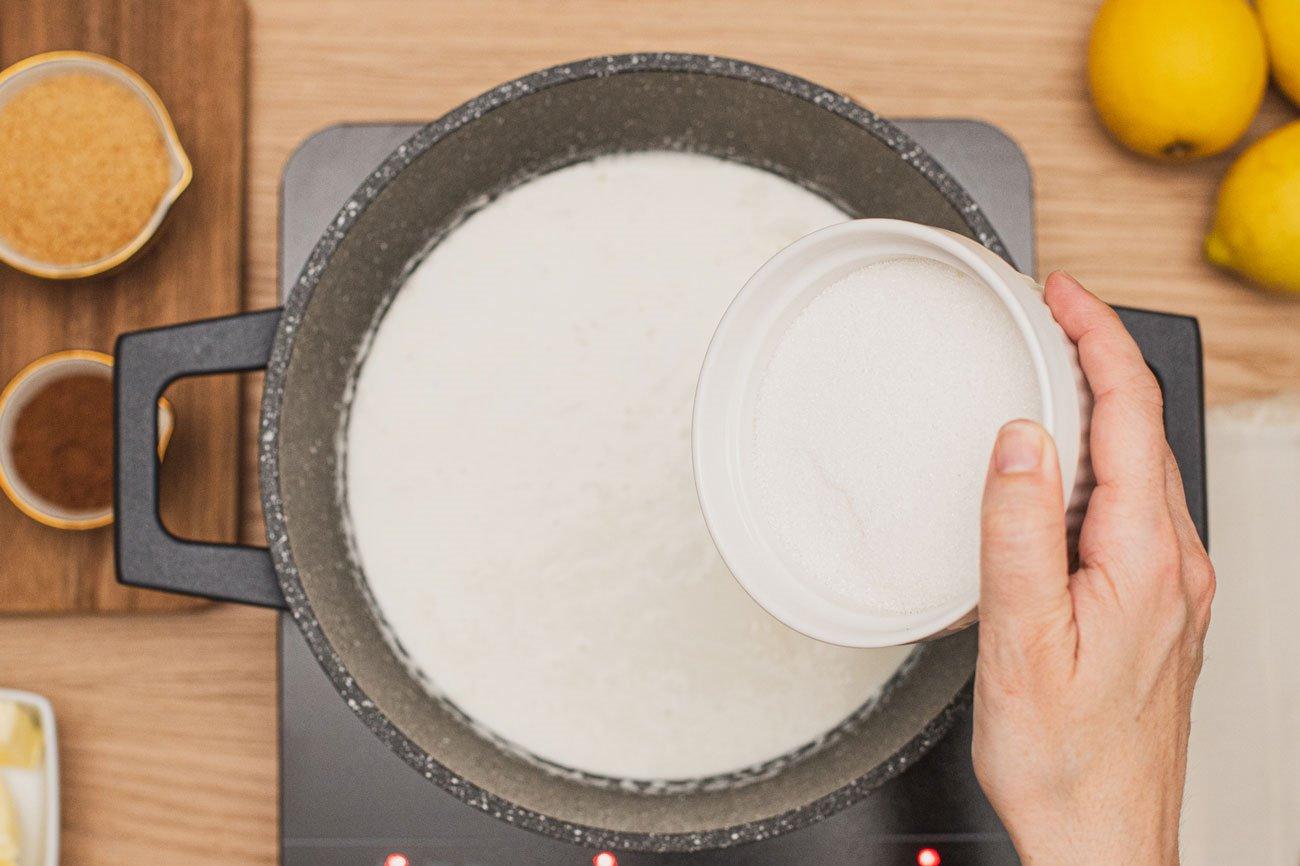 3. Agrega el azúcar