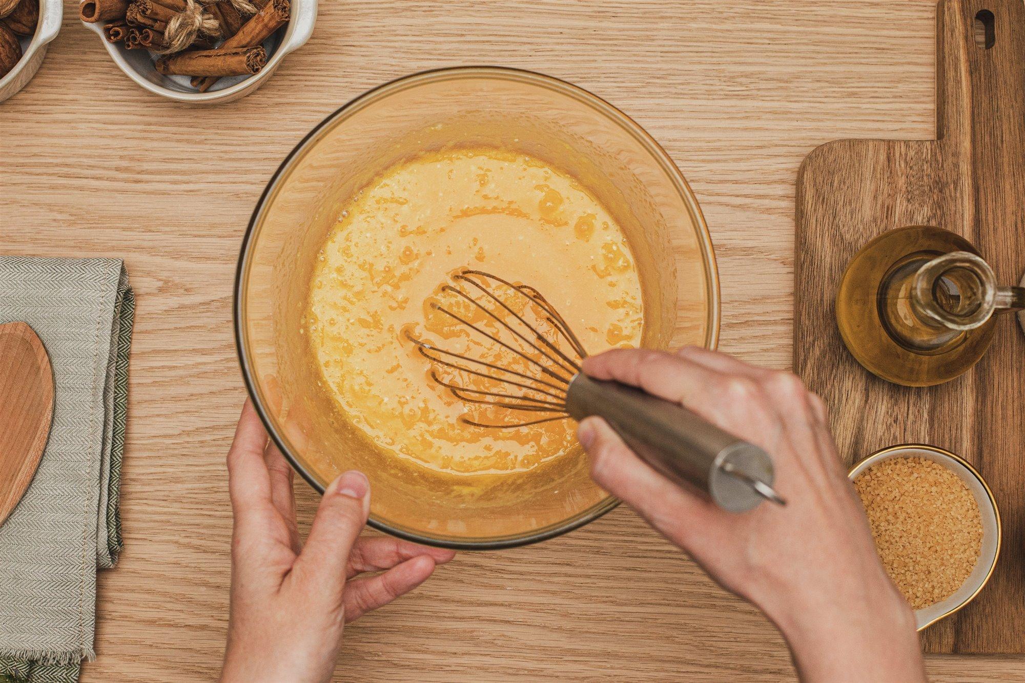 1. Bate los huevos