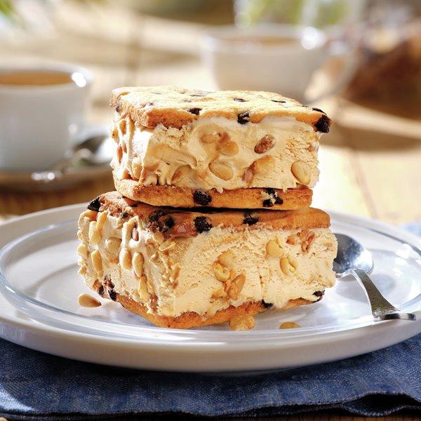 Corte de dulce de leche con galletas caseras
