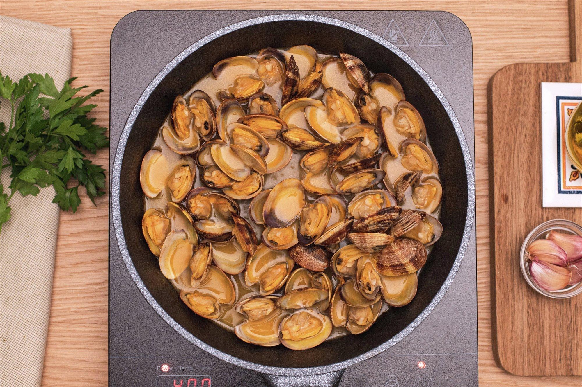 1. Cocina las almejas