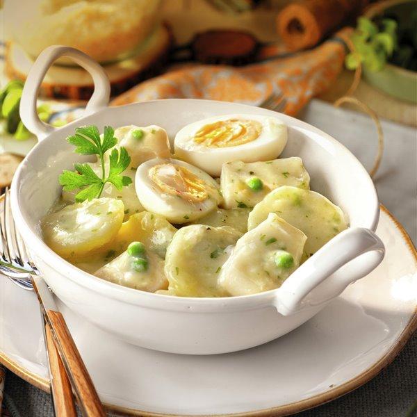 Patatas con huevo y sepia en salsa verde