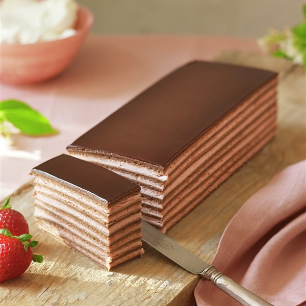 Tarta ópera rellena de fresa y chocolate