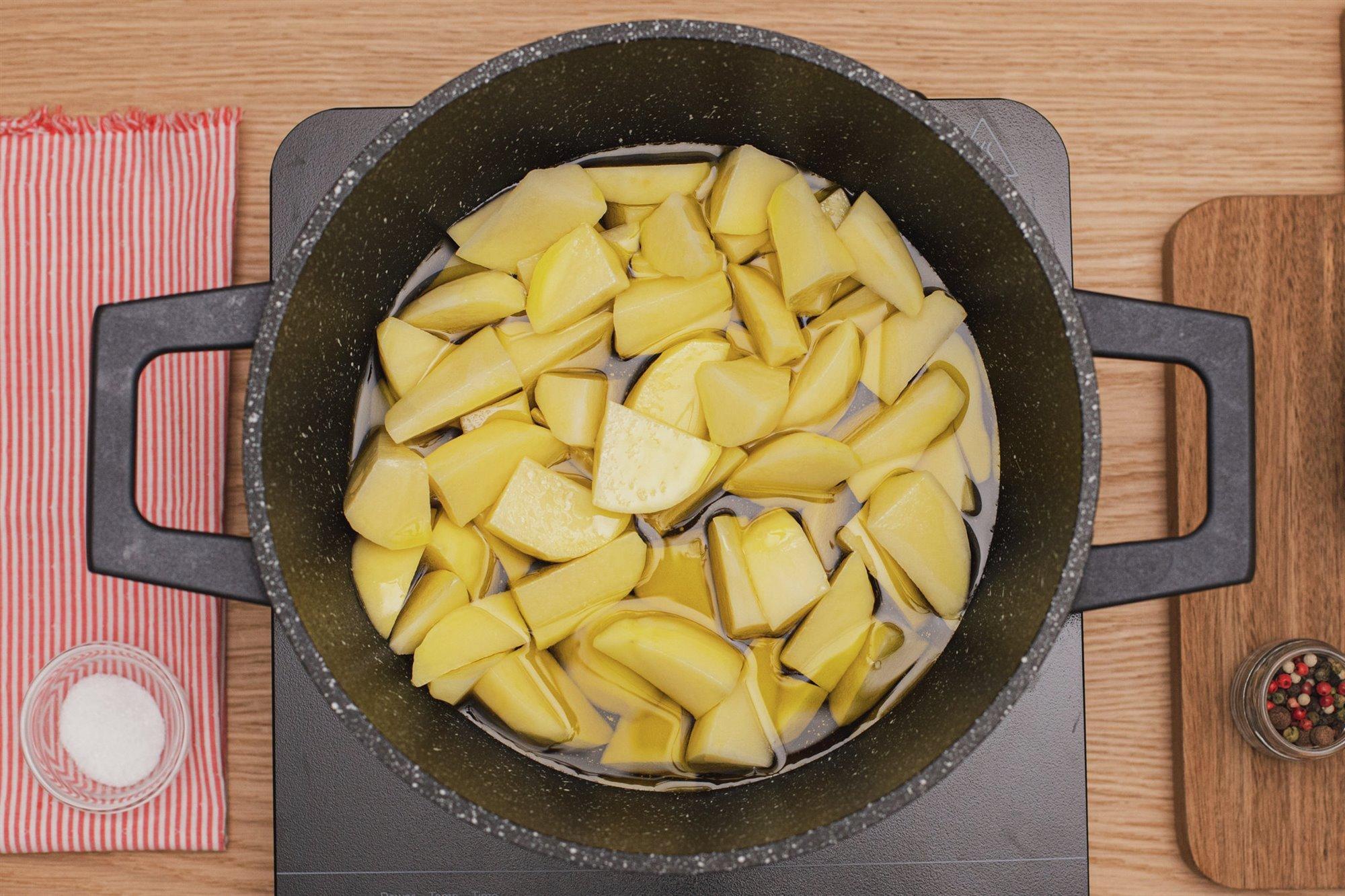 9. Fríe las patatas