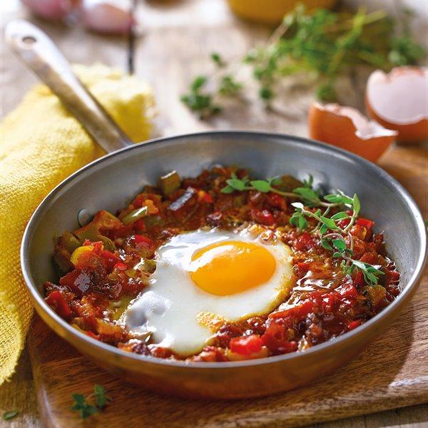 Huevos al estilo vasco con verduras