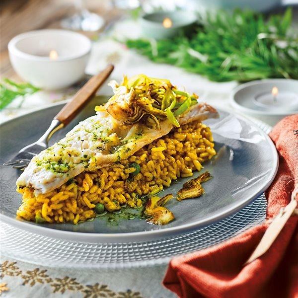 Lubina con arroz y chips de puerro y alcachofa